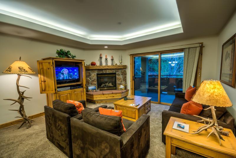 Beautiful Condo, Great Amenities, Walk to Ski Base - Image 1 - Steamboat Springs - rentals