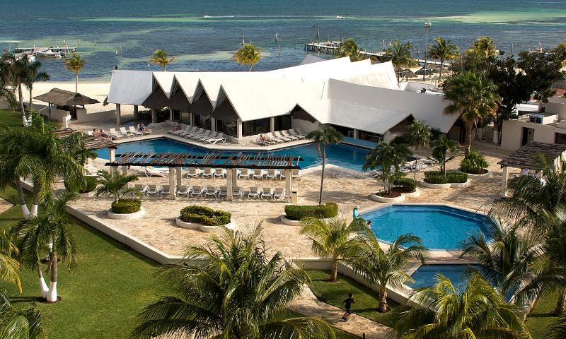 Hotel and Pool View - Majestic Ocean Spa Hotel All Inclusive Cancun - Cancun - rentals