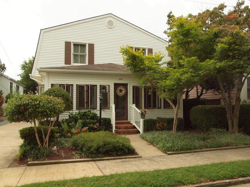 Pet Friendly! Large 5BR Home 3rd Ocean Block - Image 1 - Rehoboth Beach - rentals