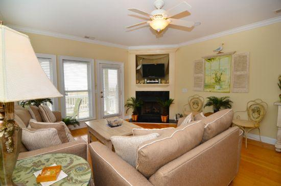 1ST FLOOR LIVING SPACE - Tranquility Deluxe - Carolina Beach - rentals