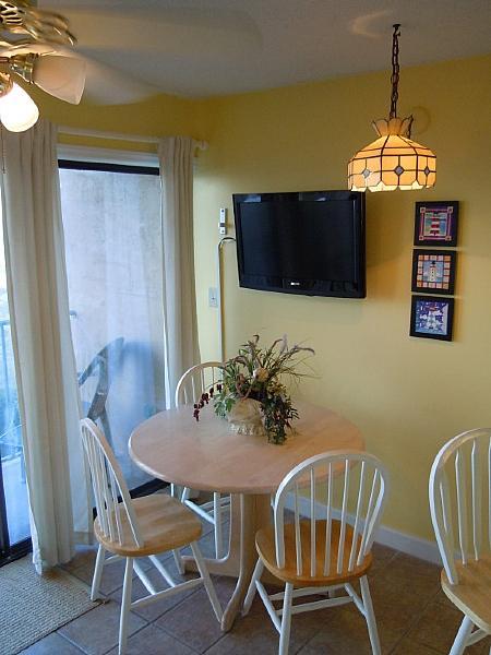 DINING SPACE - Cabana 208- Oceanfront, W/pool & Elevator - Carolina Beach - rentals