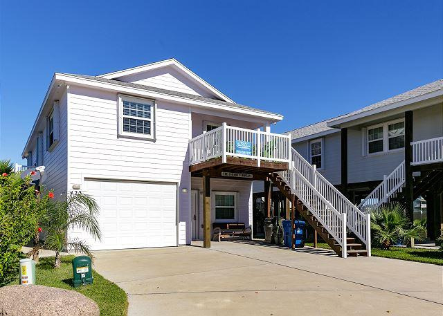 Welcome to Naughty Monkey - Naughty Monkey, 4/3 community pool, 2 kitchens, sleeps 16! - Port Aransas - rentals