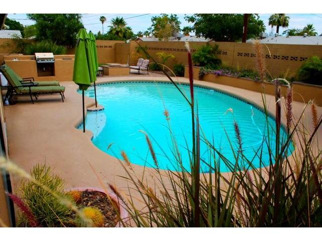 Amazing heated diving pool, gas firepit area with tropical gardens /night lights - 4Bdrm OLDTOWN Home - Heated Pool/ Spa/ Sleep 10 - Scottsdale - rentals