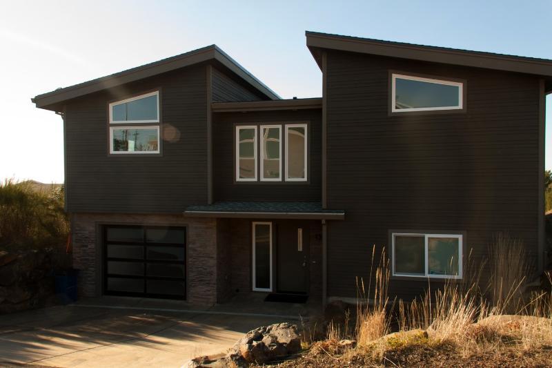 Crescent Vue...New Contemporary Beach Home - Image 1 - Tillamook - rentals