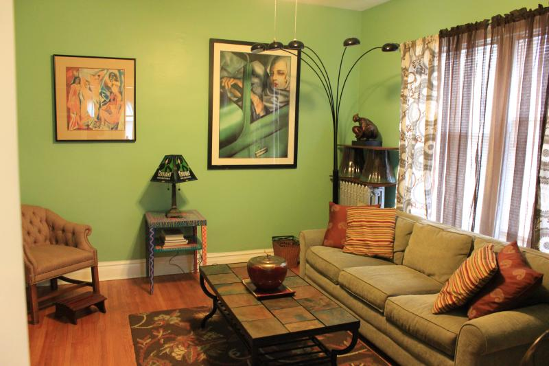 Shot of living room with queen sofa bed. - Quiet, Artsy and Comfy 2-BR in Lincoln Square - Chicago - rentals