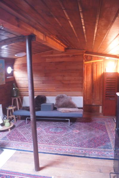 Houseboat Vertrouwen - living room - Luxurious houseboat on river Amstel - Vertrouwen - Amsterdam - rentals