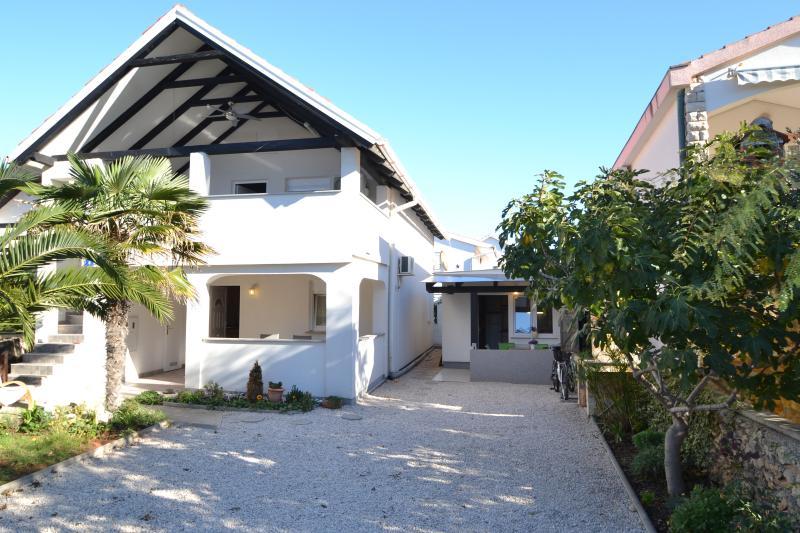 house - Apartmani Irena  -Vir 4+2 - Vir - rentals