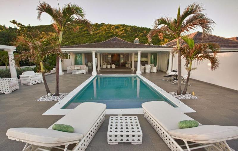 The White pearl villa with private beach, jacuzzi and pool - Image 1 - Baie Rouge - rentals