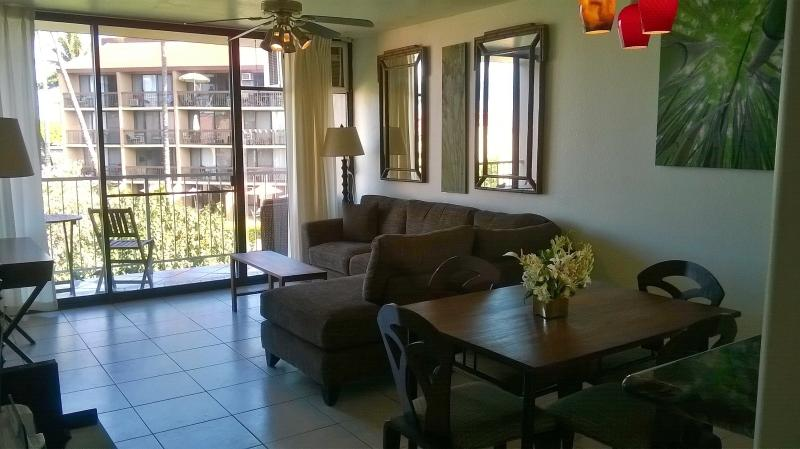 Living room and outside lanai - Pacific Shores 2BR Ocean View Unit - Kihei - rentals