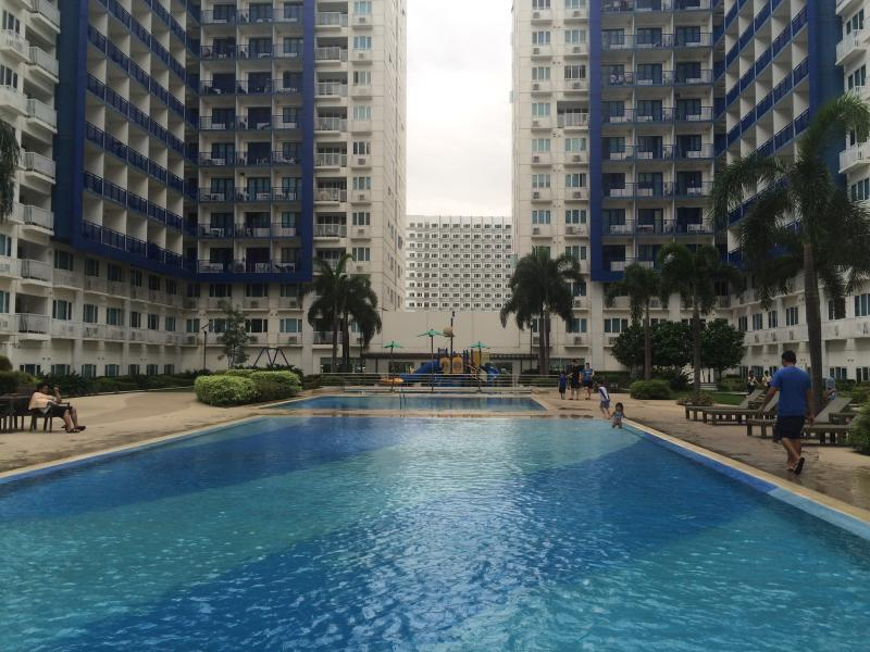 Pool side - 2BR Condo Unit By Mall of Asia with Free Internet - Pasay - rentals