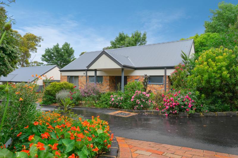Bungunyah Historic Property: Waratah Villa Unit - Image 1 - Croydon - rentals