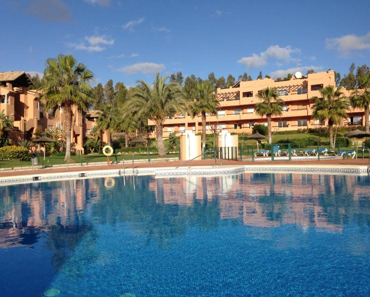 Poolside apartment at Casares del Sol. - Poolside Casares Apartment|Large Terrace|A/C|WiFi - Casares - rentals