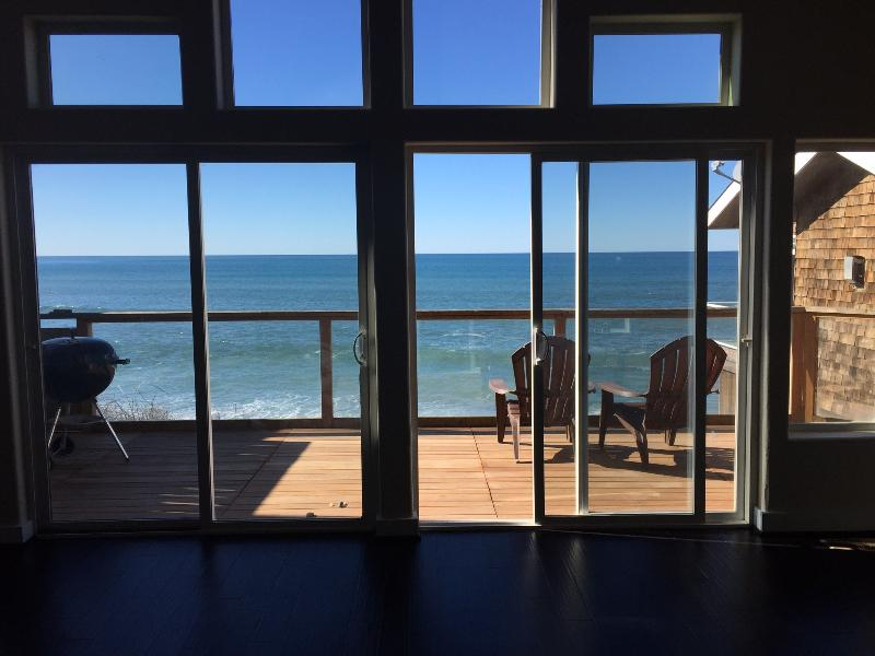 Stunning 180 degree views of the ocean. - Beauty on the Beach - Depoe Bay - rentals