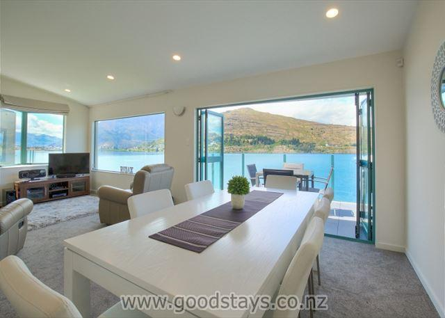 Dining area 2 - .Recently renovated three-level lakefront apartment with panoramic views! - Queenstown - rentals