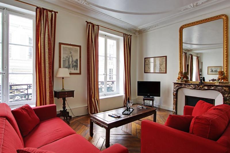 Elegant Three Bedrooms Beaux Arts Saint Germain - Image 1 - Paris - rentals