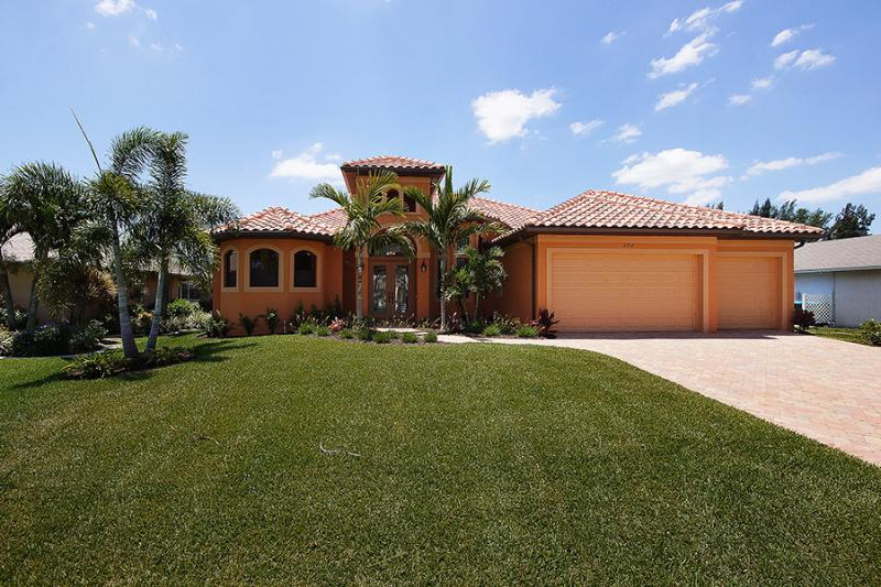 Luxury 4/3 Pool and Spa Gulf Access Home - Image 1 - Cape Coral - rentals