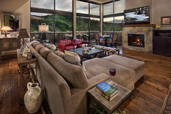 Spacious living room - The Governors Penthouse at the Olympian - Steamboat Springs - rentals