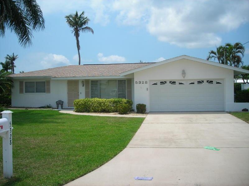 Cute waterfront home with pool. - Image 1 - Cape Coral - rentals
