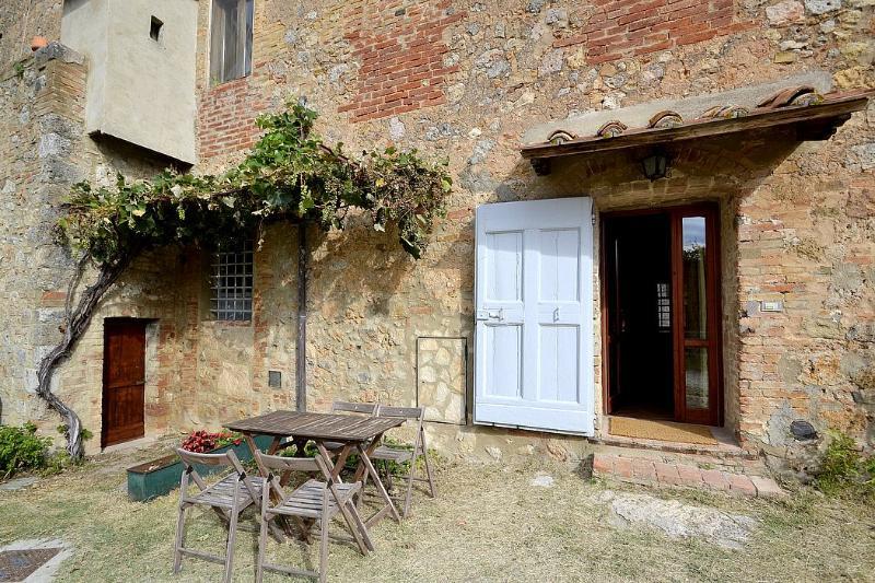 Casa Scoiattolo B - Image 1 - Casole D'elsa - rentals
