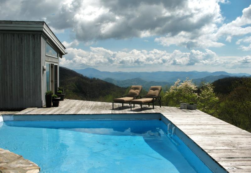 Mountain-top private pool and hot tub - RUSTIC retreat w/pool 1 mi. to Smoky Mtn Ntl Park - Maggie Valley - rentals