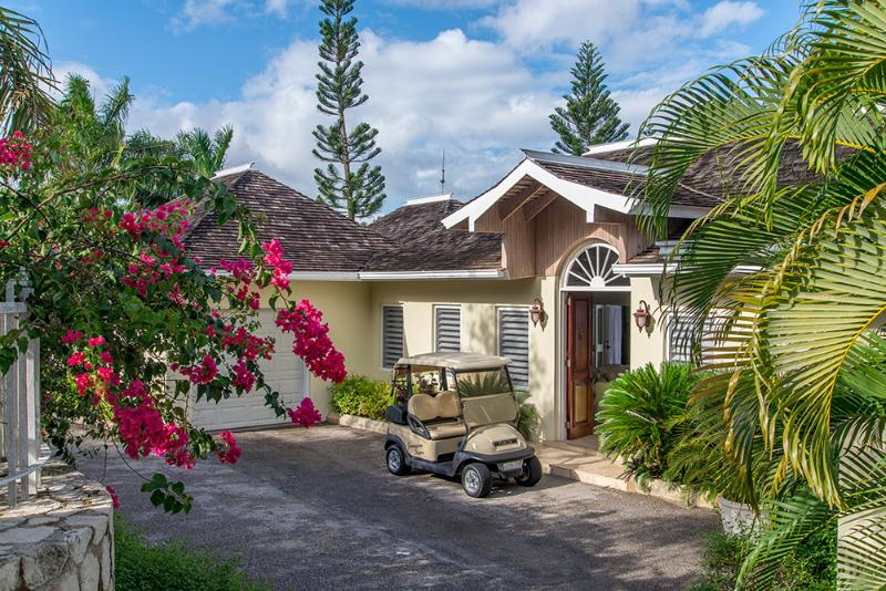 JAMAICAN DREAM is a charming villa with four bedrooms, pool, gym and lovely sea view.   Near three championship courses, this is an ideal location for golfers. - Jamaican Dream Golf Villa in Rose Hall - Montego Bay - rentals