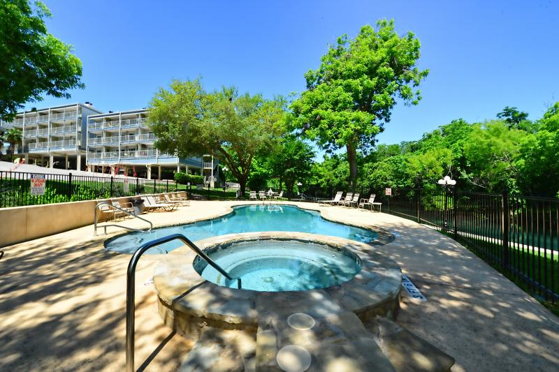 Beautiful new pool and hot tub! - Stunning Comal Water Front Condo with River View! - New Braunfels - rentals