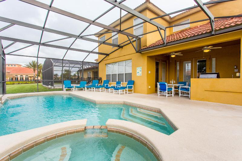 The Pool with Jacuzzi tub for fun. - Luxurious 6 bed 7 bath pool home with spa!! - Kissimmee - rentals