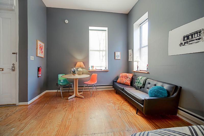 Welcoming living room. - Furnished Cherokee Street studio w/ parking & WiFi - Saint Louis - rentals