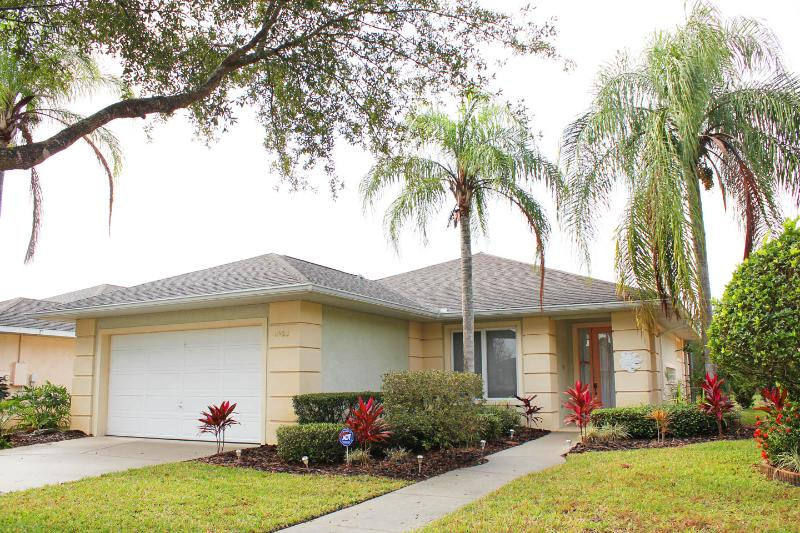 Private Villa with Security Gate, Sunset Lakes in Kissimmee - Image 1 - Kissimmee - rentals