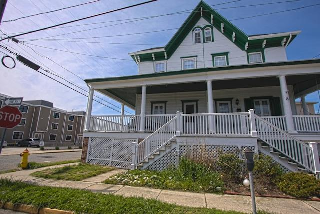 Ocean Views from this Victorian Twin 128227 - Image 1 - Cape May - rentals