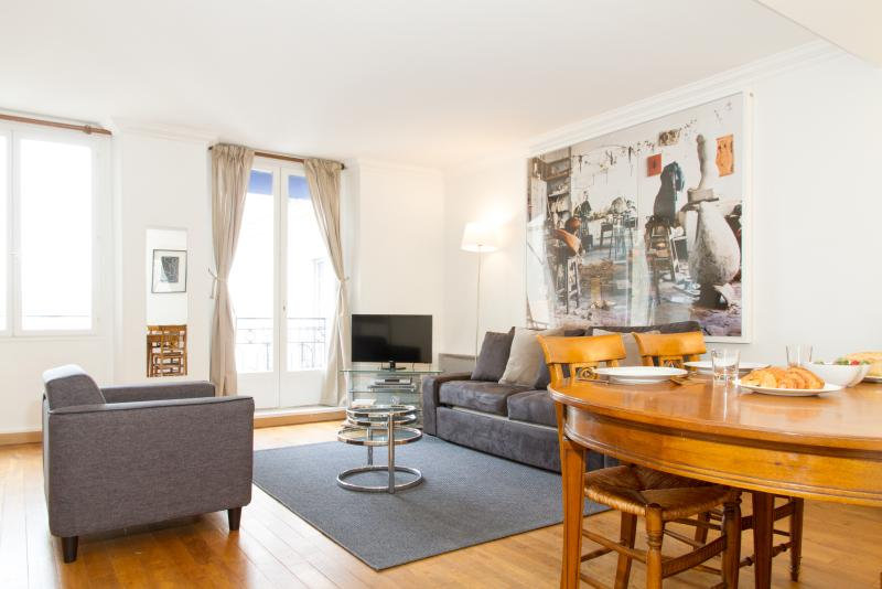 41. LARGE & CENTRAL APARTMENT-ST GERMAIN DES PRÈS - Image 1 - Paris - rentals