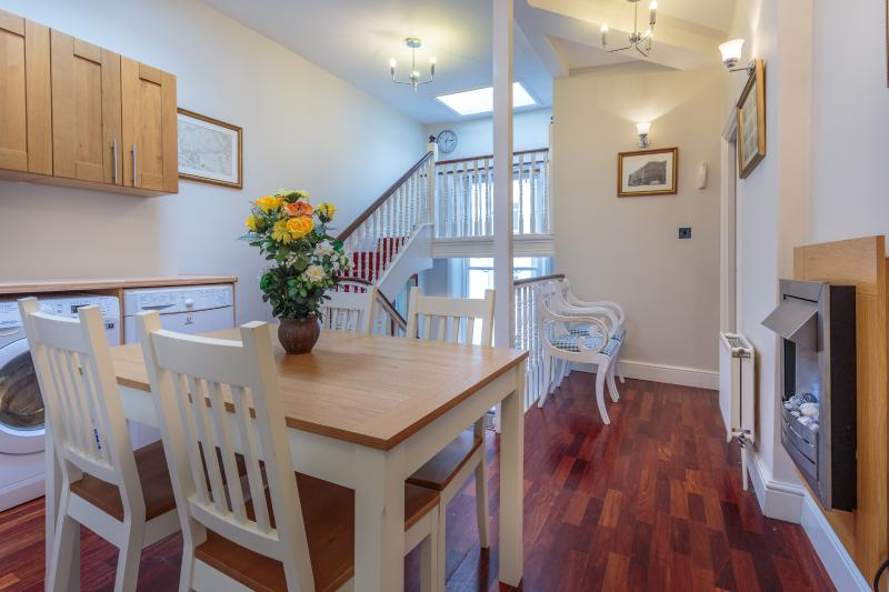 Dining Area - Castletown House's Three Bedroom Apartment - London - rentals