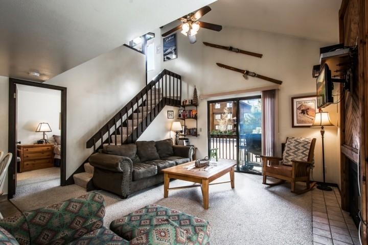 This spacious and centrally located Red Pine Condo at Canyons Resort has 2 bedrooms plus a loft, 2 bathroom, HDTV, full kitchen and great shared ameni - Red Pine Bugle Ridge - Park City - rentals