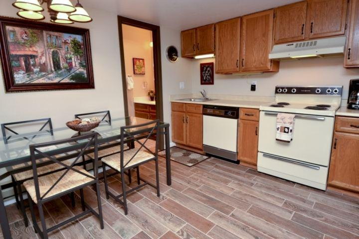 Open kitchen and informal dining area with seating for four (4) people. Full kitchen with stove, over, fridge & dishwasher. - Red Pine Snow Dancer - Park City - rentals