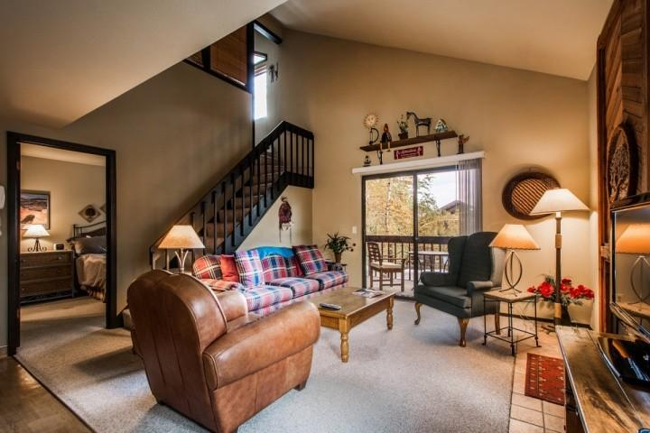 This newly renovated Red Pine Condo near Canyons is the perfect destination year-round for activities and world-class events like Sundance. - Red Pine Junipers - Park City - rentals