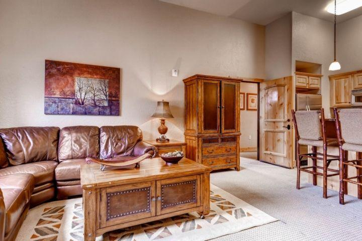Welcome to our classic mountain-style condo with all the modern updates and amenities located near the base of Canyons Resort in Park City, Utah. - Silverado Solace - Park City - rentals