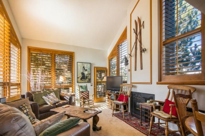 Red Pine Canyons Vista is a beautiful mountain property that offers visitors 3 Bedrooms, 3 Bathrooms, desirable amenities & sweeping mountain views. - Red Pine 3 Bedroom Canyons Vista - Park City - rentals