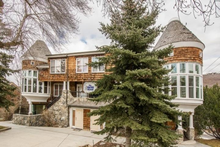 Welcome to this beautiful mountain property with 2 Bedrooms & 2 Bathrooms at the base of Park City Mountain Resort - a Vail Resort. - Empire House - Park City - rentals