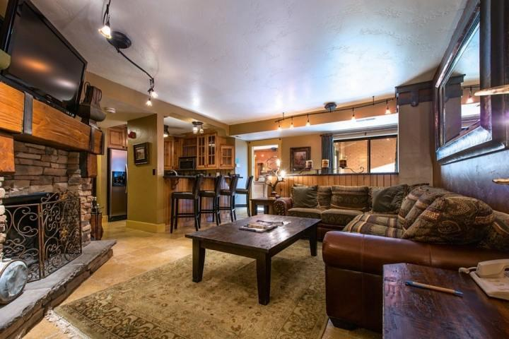 The condo is right at the base of Park City Mountain Resort! Just an easy walk with ski gear to 5 different lifts for immediate access! - Shadow Ridge at Park City Mountain Resort - Park City - rentals