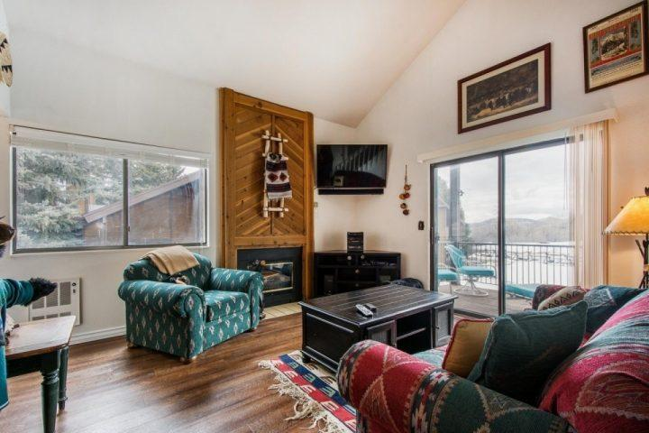 "After a long day of exploring Downtown or skiing, it is nice to return to an open home equipped with plush furniture, entertainment center & 50"" HDTV. - Red Pine Solitude - Park City - rentals"
