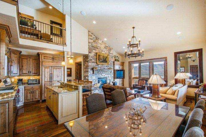 A formal dining room is also adjacent to the kitchen with ample seating for eight (8) and a secondary dry bar to help service your dining needs. - Deer Valley Jordanelle Vista - Heber City - rentals