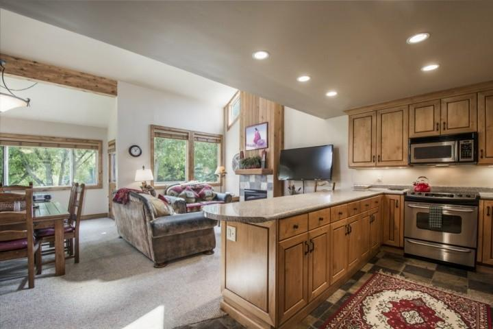 This Three Kings condo, located right at the base of Park City, has ideal features like a gourmet kitchen, luxury furnishings and Clubhouse. - Three Kings 3 Bedroom Chairlift View #9 - Park City - rentals