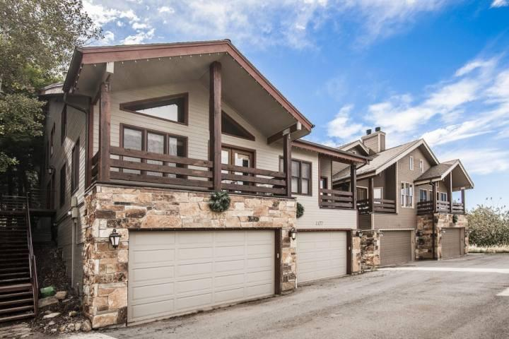 Whether you choose to visit Park City, Utah in the stunning winter season or summer months, this home is ideal and immaculate for all vacationers. - Mountainside Park City Treasure Hollow 1175 Lowell Avenue - Park City - rentals