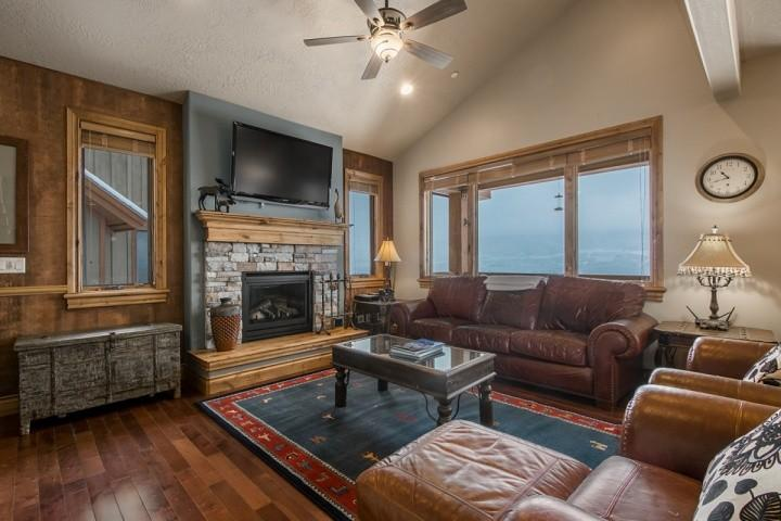 Luxurious 4BR / 3.5BA Deer Valley home at Jordanelle Reservoir with stunning mountain and lake views, gourmet kitchen, formal dining room and more. - Still Water Townhouse at Deer Valley Jordanelle - Heber City - rentals