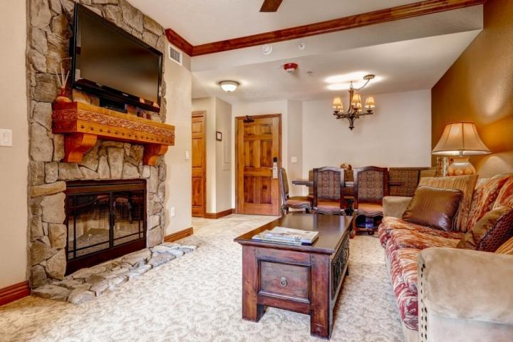 Spacious living room with fireplace, 48 inch television. - Westgate 1 Bedroom Luxury Grand Villa Suite - Park City - rentals
