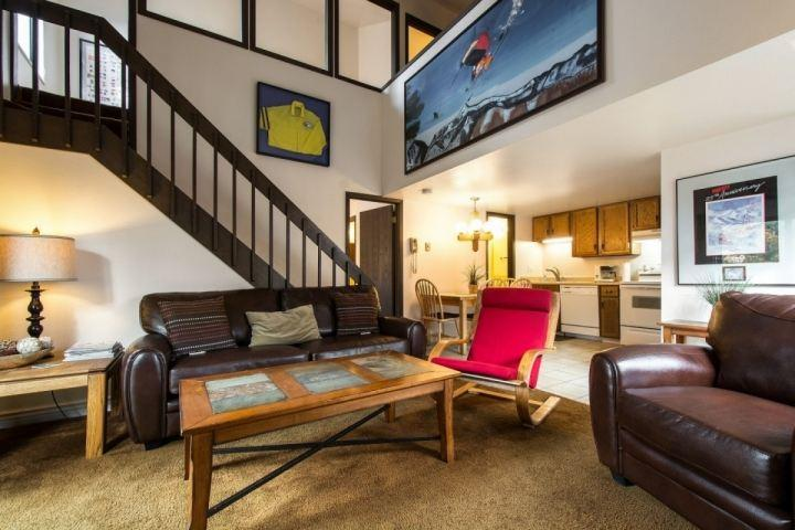 This Red Pine condo is equipped with 2 bedrooms + loft, 2 bathrooms, open living room & kitchen and great amenities like pools, hot tub & sauna. - Red Pine Cabriolet - Park City - rentals