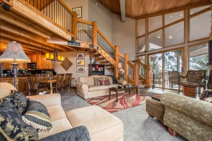 Premier Penthouse Condominium located next to Snow Park Lodge in Park City, Utah and overlooks the Deer Valley Resort ski slopes. - Deer Valley Powder Run - Park City - rentals