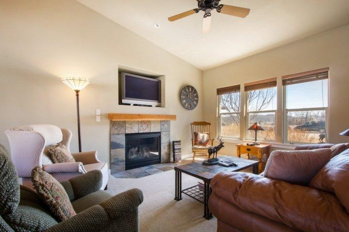Spacious living room with plush furnishings, gas fireplace and flatscreen HDTV. - Stillwater at Jordanelle - Heber City - rentals