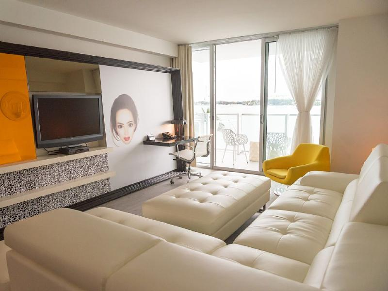 BEAUTIFUL 1BR WITH BALCONY AND BAY VIEWS!! - Image 1 - Miami Beach - rentals
