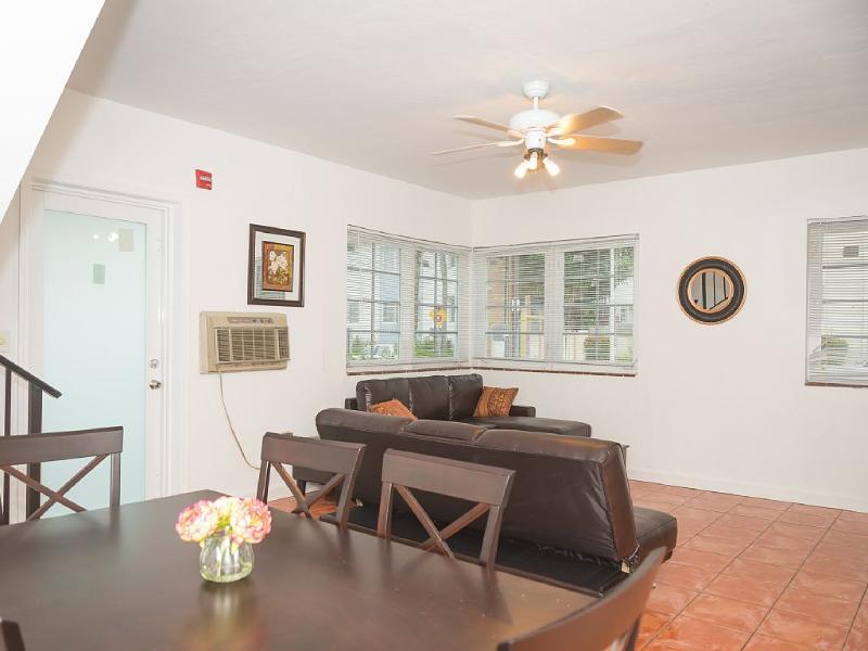 Park Avenue 3br/2ba Duplex!!! - Image 1 - Miami Beach - rentals
